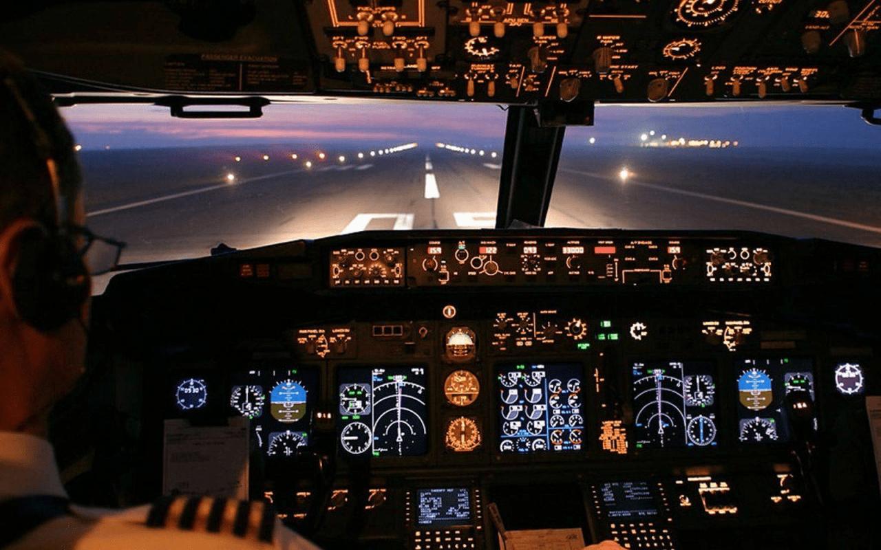 из кабины самолета