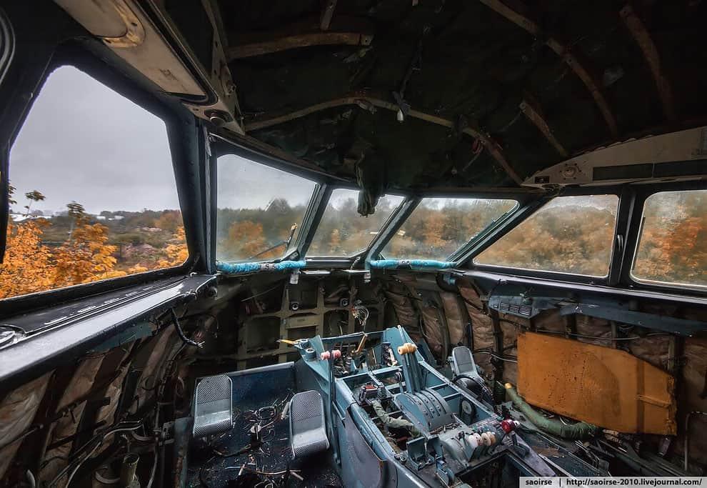 Кабина пилотов заброшенного Як-42Д